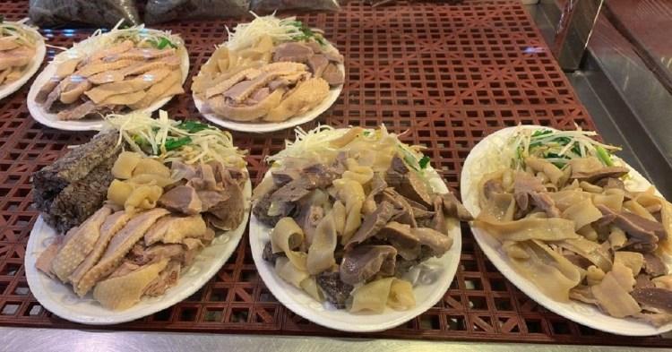 和緯黃昏市場美食|夏天吃下營鵝肉,冬天進補吃薑母鴨!