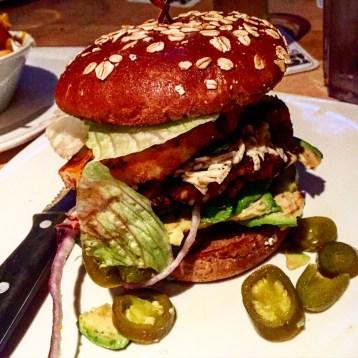 Bei Stacked könnt Ihr Euch Eueren Burger ganz individuell selbst am iPad zusammenstellen. Ob vegan, gutunfrei etc. Alles ist möglich! Mein Burger hat etwa 12$ gekostet und war sehr sehr lecker!