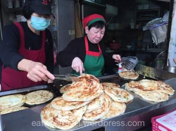 Weekend a Taipei Yongkang Street, Cong Zhua Bing onion pancake
