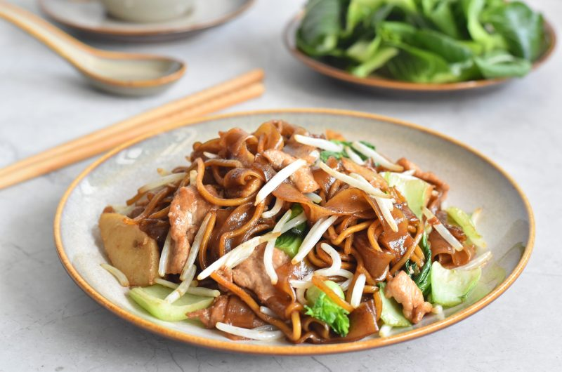 Stir Fry Kway Teow Mee (Flat Rice Noodles & Yellow Noodles) 干炒粿条面