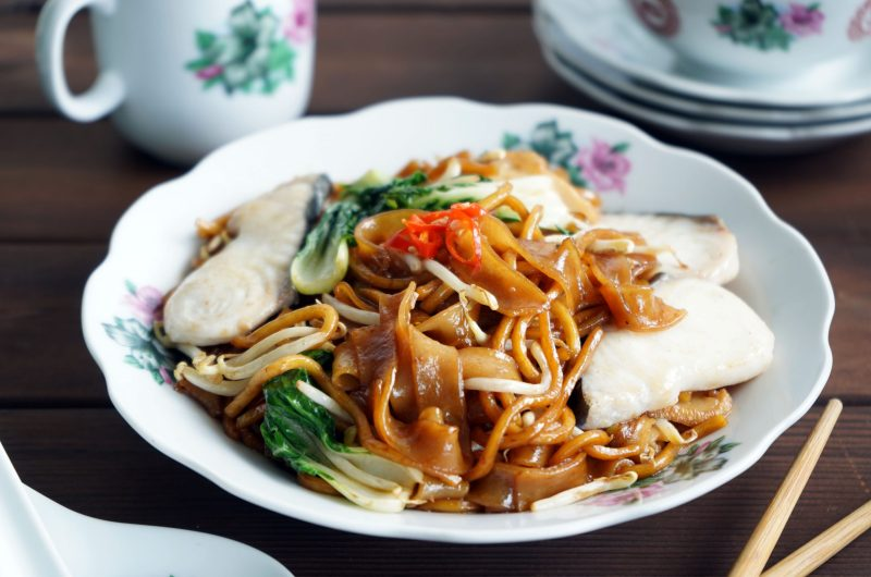 Stir Fry Flat Rice and Yellow Noodles with Fish Slices