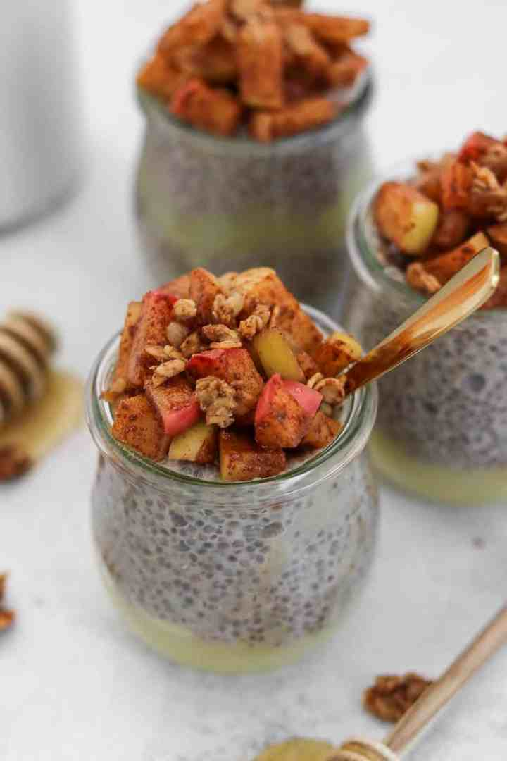 Apple pie chia pudding with cinnamon apples on top.