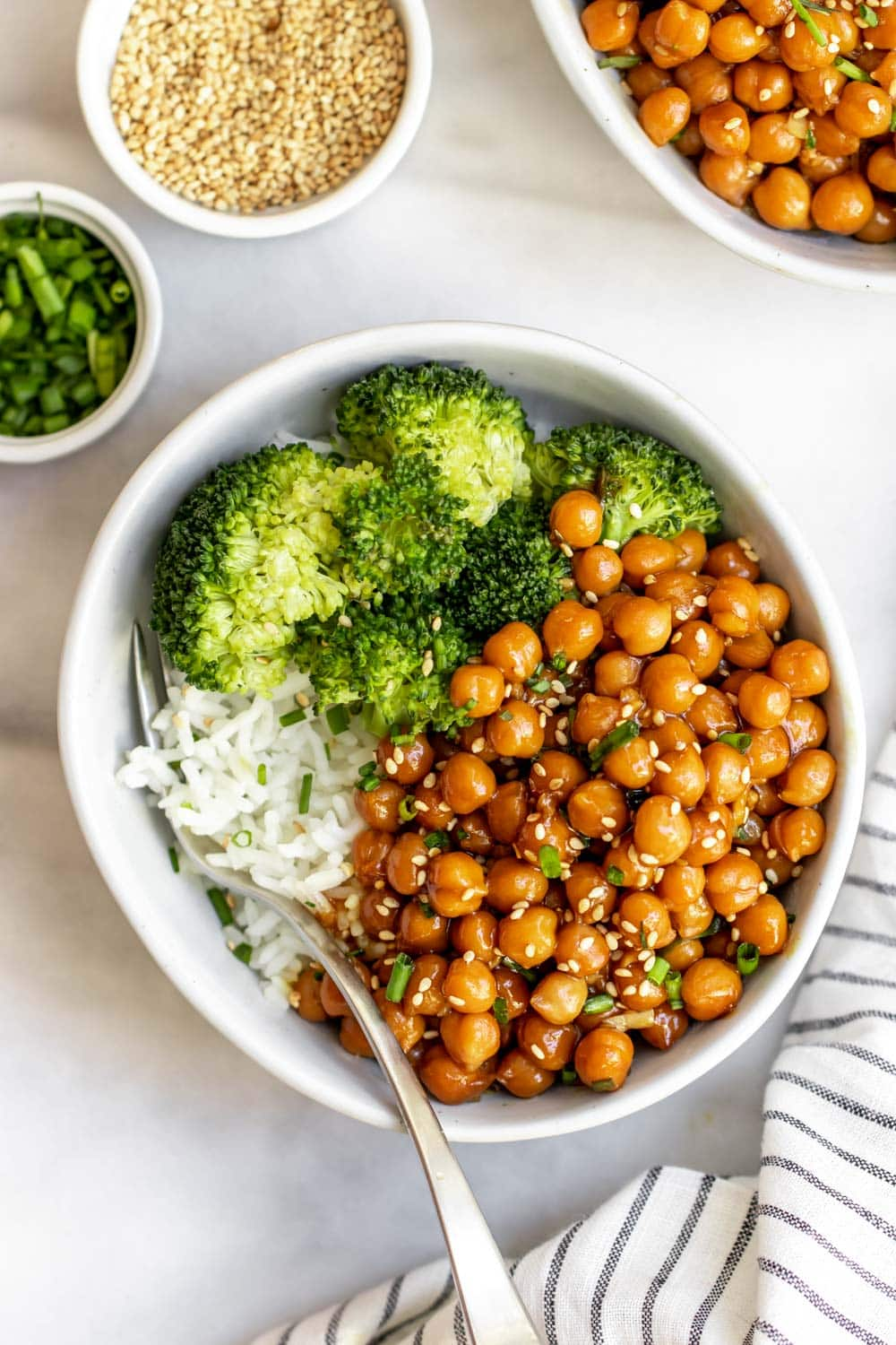 Vegan Sesame chickpeas with steamed broccoli and chives on top.