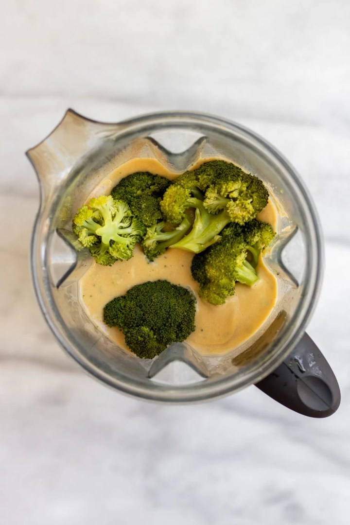 Soup in the blender with broccoli.