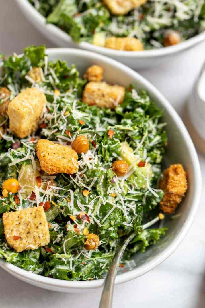 Up close image of final salad with croutons and chickpeas on top.