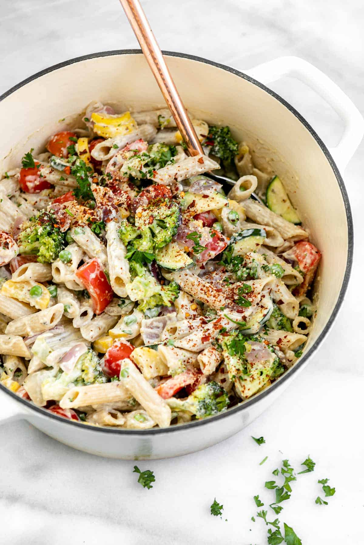 large white pot with the final vegan pasta