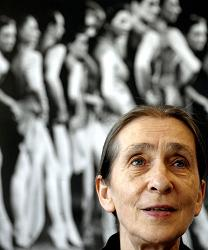 Pina-Bausch-attending-the-005