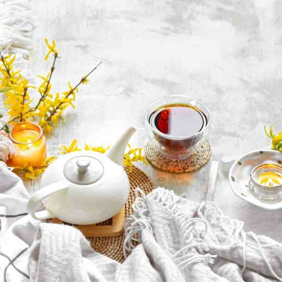 Healthy tea. Top healthy teas to drink. Is tea healthy? Is black tea healthy? Is tea healthier than coffee? Raspberry rooibos iced tea recipe.