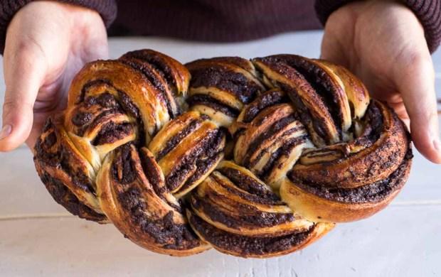 Chocolate tsoureki @eatyourselfgreek