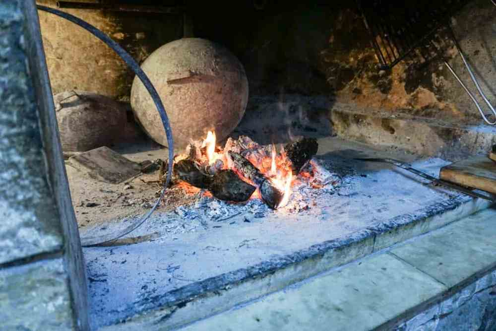 A traditional Croatian cooking class with Peka and a wine tour of dalmatian wineries on the Peljesac Peninsula. A perfect Dubrovnik day trip in Croatia