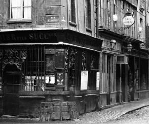 rue-saint-denis-rue-de-la-ferronnerie-1864