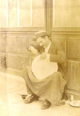 raccomodeur de faience 1899