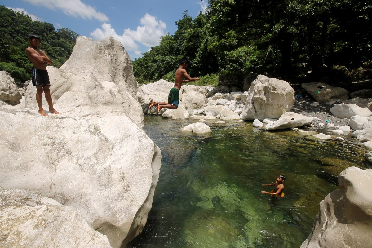 Madalag, Aklan: Trekking the Timbaban River to Liktinon White Rocks