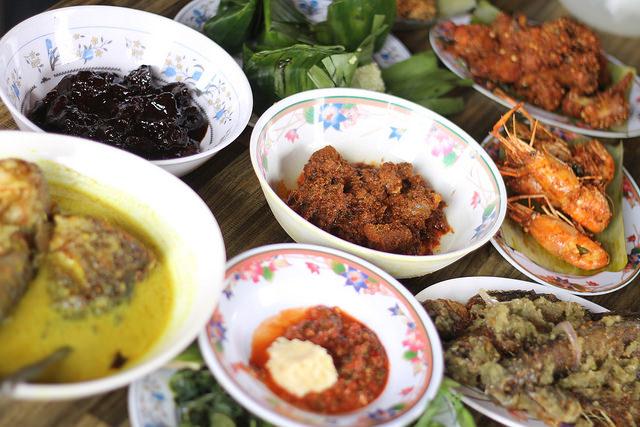 Selangor, Malaysia: Porcupine Meat and Other Exotic Food at Restoran Lembah Bernam