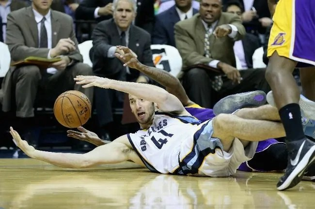 koufos-lakers-grizzlies