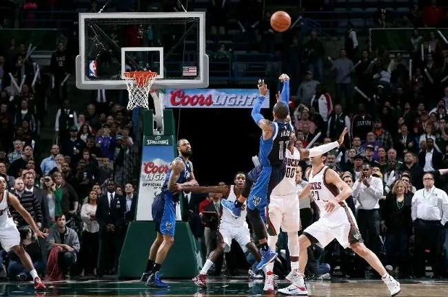 ellis-buzzer beater vs bucks