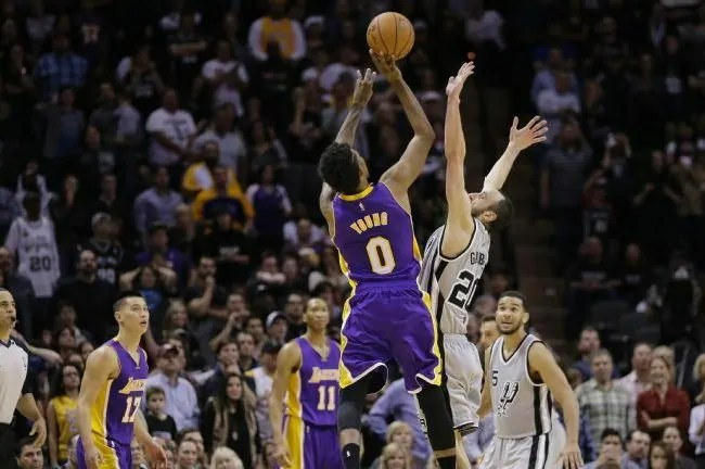 nick young-lakers-spurs