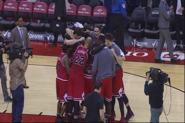 chicago-bulls-team-hug