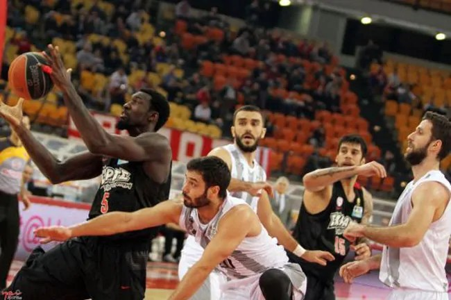 othelo-hunter-olympiacos-paok