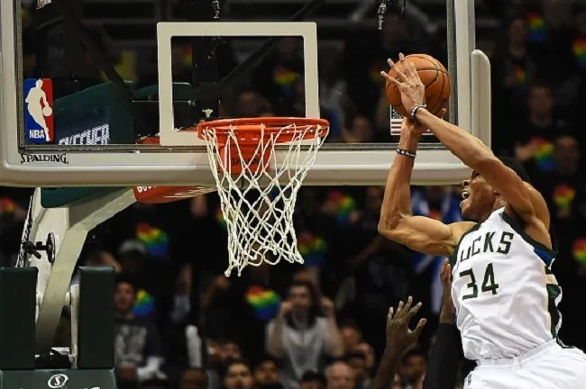 giannis-bucks-dunk