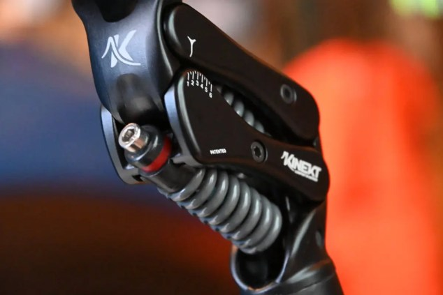 The Kinekt Suspension or Isolation Post E-bike uses metal springs that require no maintenance.