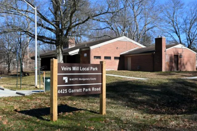 Veirs Mill local park sign with the recreation building e-bike lovers