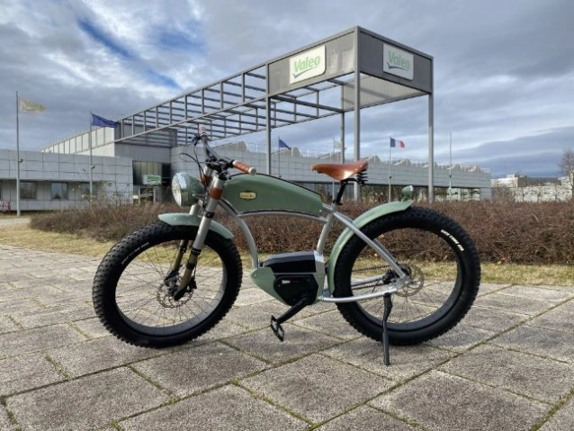 An e-bike in front of the Valeo office with a Smart E-biking System Atelier Heritage