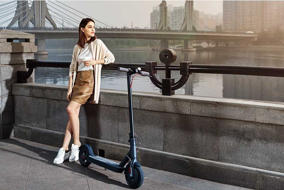 Xiaomi Mi Electric Scooter Mijia M365 Smart E Scooter Skateboard Mini Foldable Hoverboard Patinete Electrico Adult 30km Battery