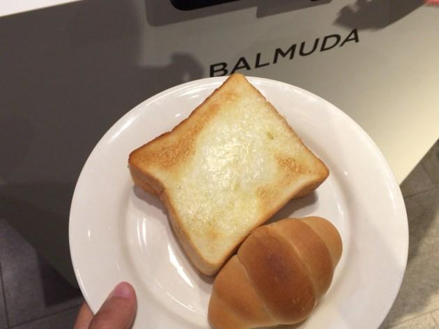 ペリカンの食パンとロールパン