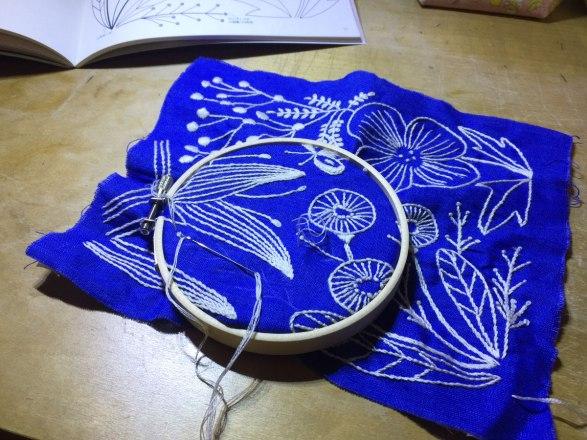 ものづくり日記|マカベアリスさんの刺繍本「植物刺繍手帖」を見て、刺繍を始めました。