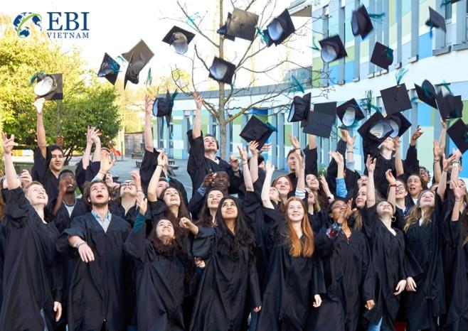 Sinh viên tốt nghiệp tại Đức.