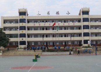 James Zhang of the Cun Cao Xin Org. and 7th ABF organizers attended this elementary school in Sanyang town. As a way of giving back to the community James donated one of the buildings dedicated to bird education.