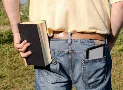Tablet oder eReader? Das ist beim gemütlichen eBook-Lesen die Frage (c) Bartłomiej Szewczyk/Fotolia.com