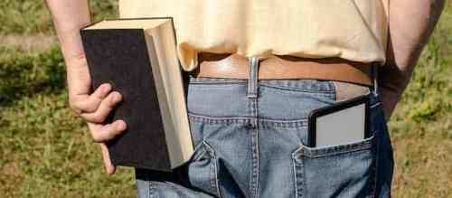 Ob Nachts im Bett mit dem eReader oder in der Mittagspause mit dem Smartphone - mit Cloud Solution lesen ohne Hürden (c) PocketBook