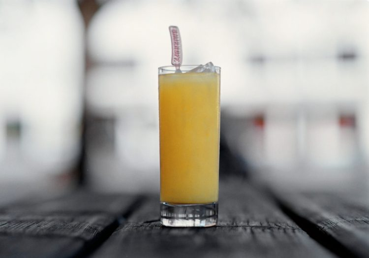 SCREWDRIVER - Det är apelsinjuicen gör drinken så använd färskpressad.