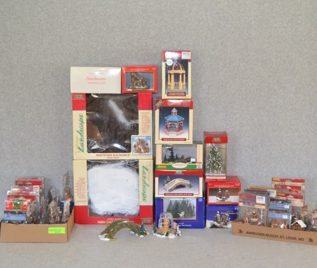 Lemax Santas Workshop And Other Christmas Village Accessories
