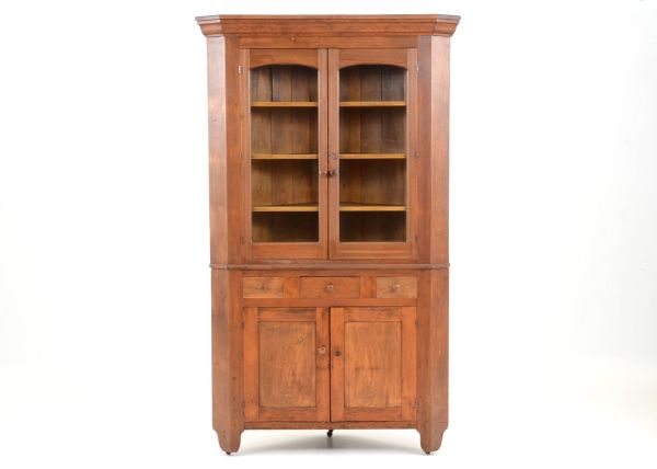 Mid-19th Century Corner Cabinet : EBTH