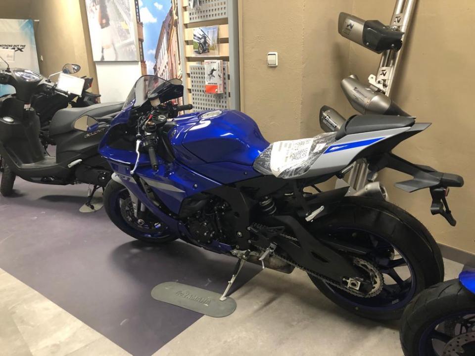 Yamaha R1 2020/21