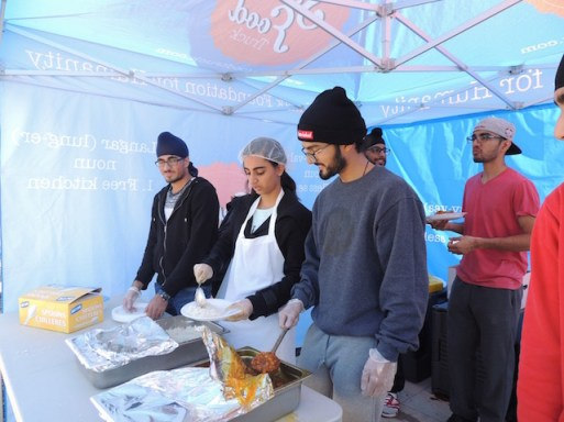 Image of the Seva Food Truck and volunteers. Photograph by Amrita Gill 2015.