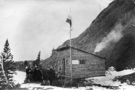 """Alpine Club Hut, """"The Eyrie"""" on Quesnell Heights, ACC Edmonton Section, 1928."""