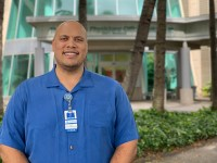Zachary Harris, Master of Public Health student with Oregon State Ecampus, stands in front of the Queen's Physicians Office Building II in Honolulu, Hawaii.