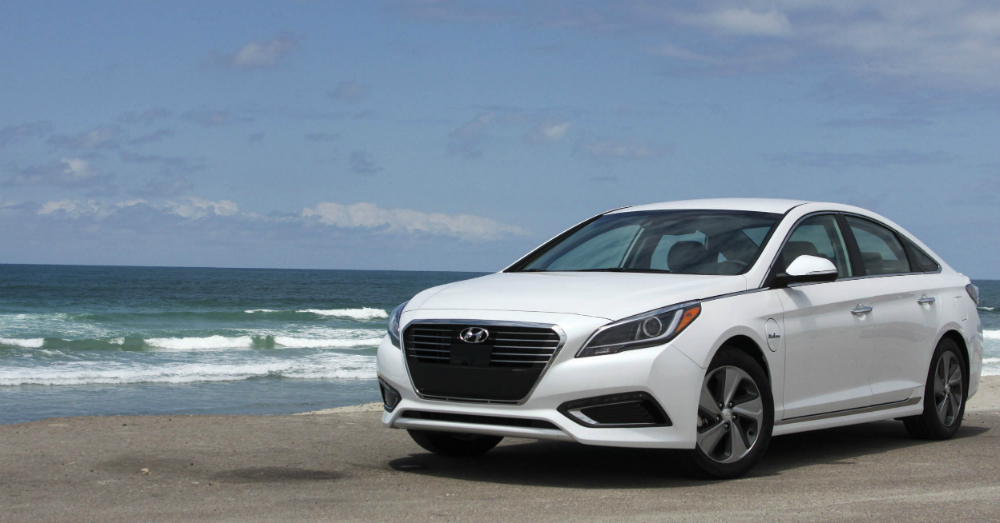 white Hyundai Sonata 2016