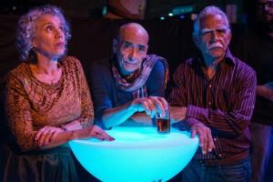 Personas adultas mayores como Vicky Montero, Patricio Arenas (centro) y Marco Calvo (der) son las principales protagonistas de la película El Baile y el Salón que desarrollan docentes de la ECCC UCR. José Daniel Cerdas.