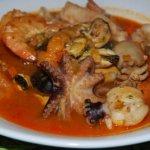 Zuppa di pesce con le verdure.