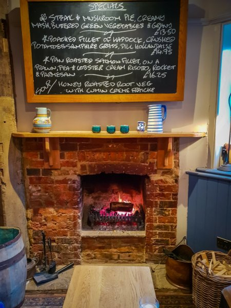 The Grantley Arms Wonersh fireplace 2