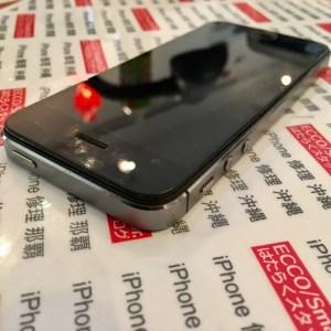 横から見ると中から傍聴したバッテリーが画面を押し上げています