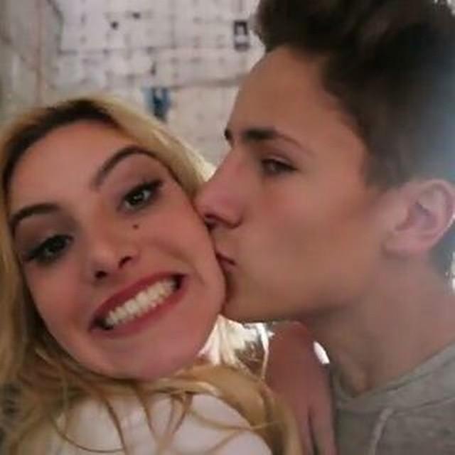 Juanpa kissing Lele