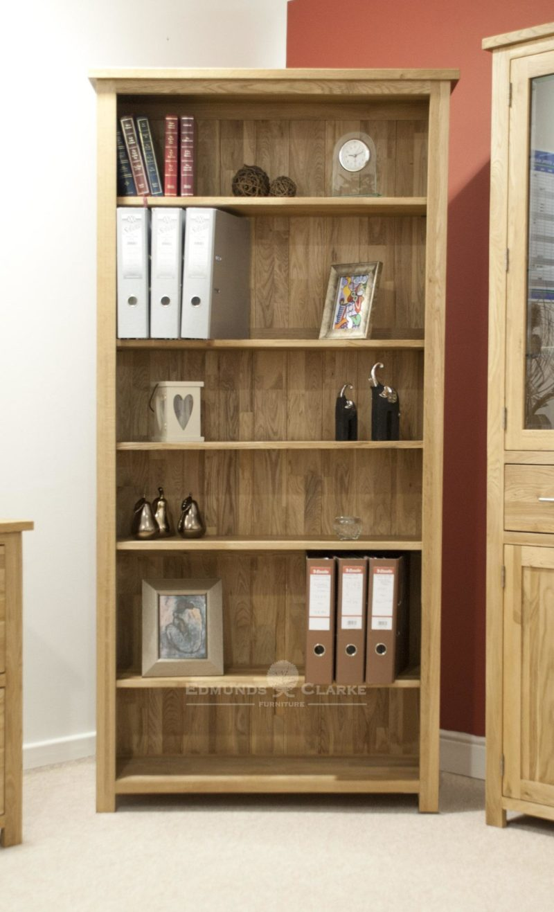 Bury large oak bookcase, four adjustable oak shelves and 1 fixed shelf for support. solid square feet