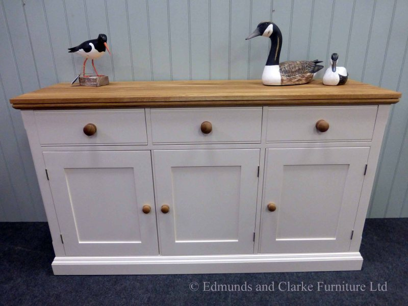 5ft Painted Sideboard handmade from Edmunds & Clarke Furniture. Painted in dunwich stone with hampton mould oak top and matching round oak knobs on 3 drawers and 3 doors. choice of handles and knobs EDM029