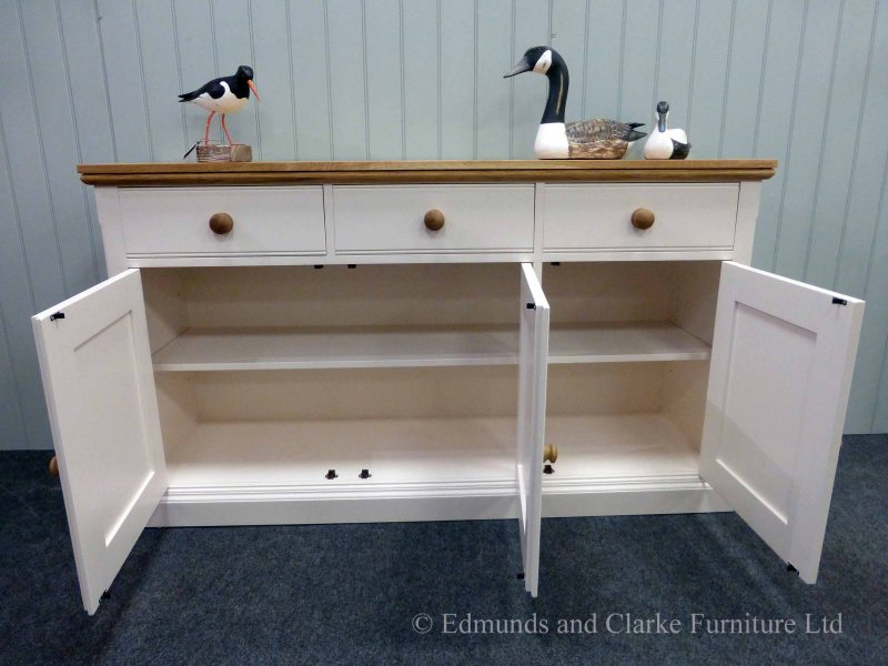 5ft Painted Sideboard handmade from Edmunds & Clarke Furniture. Painted in dunwich stone with hampton mould oak top and matching round oak knobs on 3 drawers and 3 doors. choice of handles and knobs. EDM029